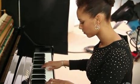 Alicia Keys playing piano | Dear Alicia Keys Alicia Keys Girl On Fire
